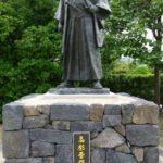 萩市の高杉晋作の像