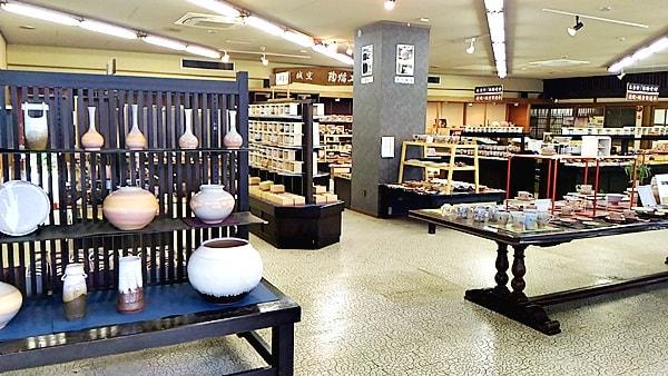 萩焼会館は萩城窯の萩焼を販売しているので他の窯元の製品はありません