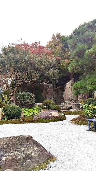 庭園カフェ「畔(ほとり)亭」の庭園