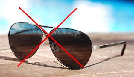 黒いサングラスは良くない
