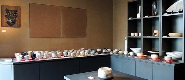 彩陶庵は中堅から若手作家の湯呑みと抹茶茶碗も販売