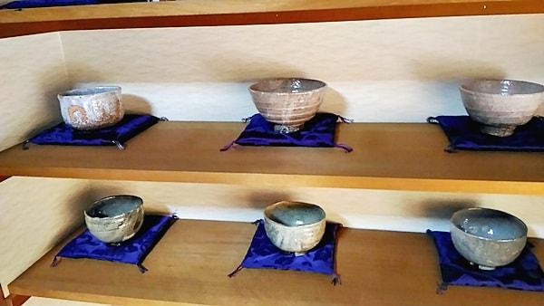 萩焼清雅堂には実力萩焼作家の波多野善蔵の抹茶茶碗を販売している
