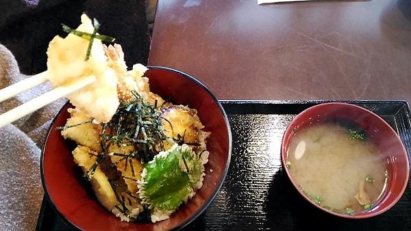 海鮮丼天丼の海老のテンプラが美味