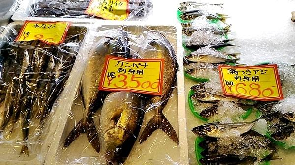 萩市しーまーとの魚介類のおみやげ萩市しーまーとの背つきアジin