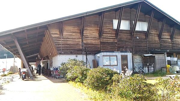 萩市しーまーとの建物を横から見た写真