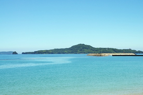 菊ヶ浜から見える笠山