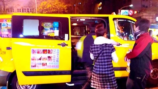 士林夜市にタクシーで出かける