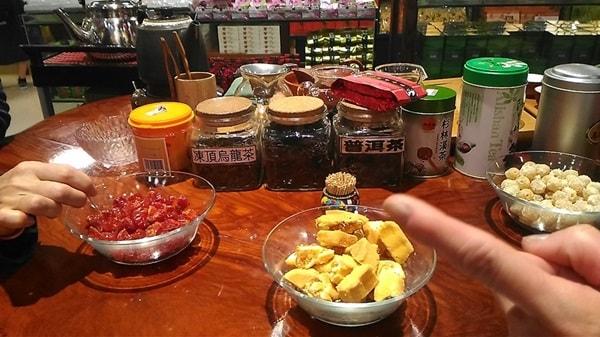 茶芸店のウーロン茶販売