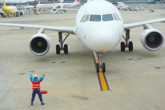 LCC成田で出発の準備に入った飛行機