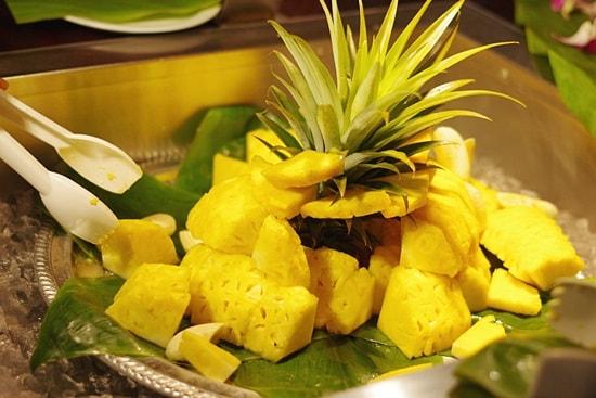 オアフ島ぐるっと一周ツアーの昼食のパイナップル