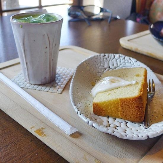 キモノスタイルカフェの抹茶オレとシフォンケーキ