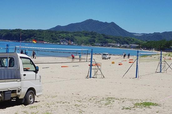 菊ヶ浜海開きビーチバレー大会ネット張り