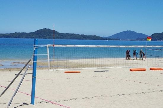 菊ヶ浜海開きビーチバレーネット張り