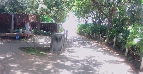 西オアフコオリナ地区のトイレとゴミ箱