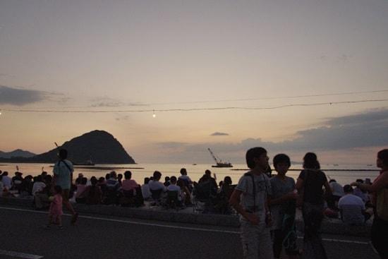 萩・日本海大花火大会を今かと待つ人々萩・日本海大花火大会