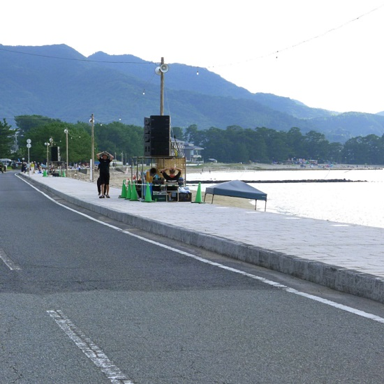 萩・日本海大花火大会の菊ヶ浜の道路